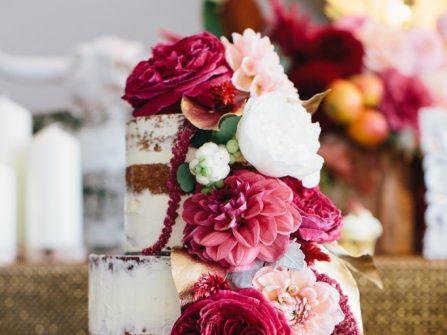 Bánh cưới đẹp phong cách mộc kết hoa tươi nổi bật
