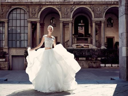 Váy cưới đẹp phong cách crop top hiện đại và ấn tượng