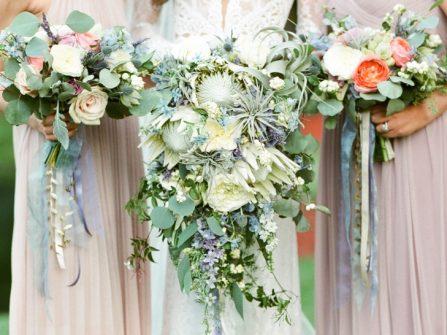 Hoa cưới cầm tay phong cách xanh mộc mạc cho tiệc cưới Thu Đông