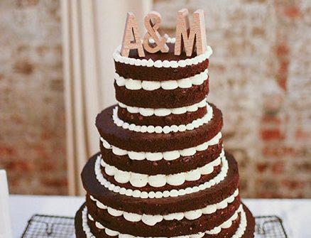 Bánh cưới đẹp vị chocolate hấp dẫn bắt kem vani nổi bật