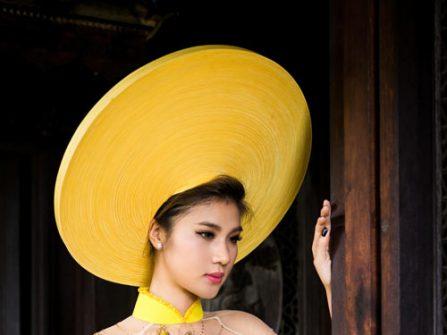 Áo dài cưới đẹp màu vàng rực rỡ kết cườm tinh tế