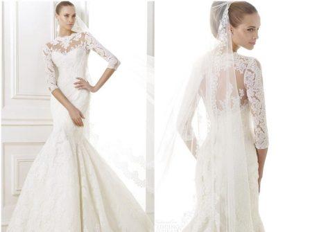 Váy cưới đẹp và thanh lịch dáng đuôi cá, tay áo phối ren