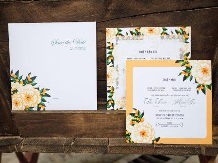 Thiệp cưới đẹp in họa tiết hoa vàng dịu dàng mùa Thu