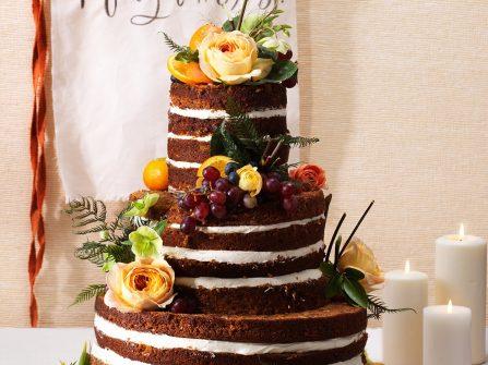 Bánh cưới đẹp phong cách mộc vị chocolate kem tươi