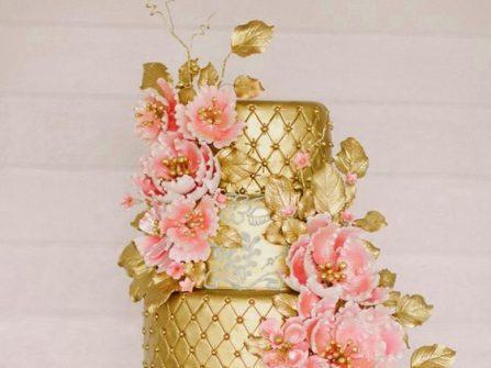 Bánh cưới đẹp màu ánh kim kết hoa đường tinh xảo