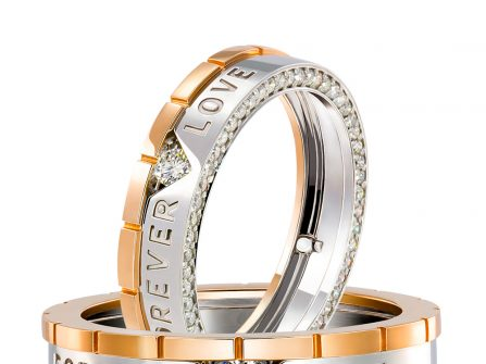 Nhẫn cưới đẹp kết hợp vàng trắng và vàng tây, khắc chữ cầu kỳ