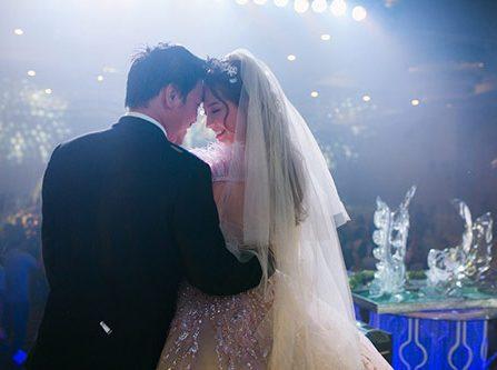 Khánh Hiền xinh như công chúa trong theme tiệc cưới hồng pastel cổ tích