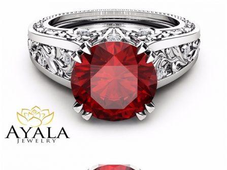 Nhẫn đính hôn đá Ruby chạm khắc cầu kỳ cho cô dâu mạng Hỏa