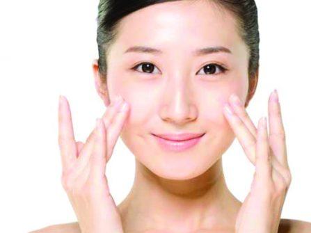 Massage mặt giúp cô dâu sở hữu làn da tươi trẻ