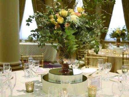 Theme cưới: Đậm chất rustic lãng mạn lá và hoa