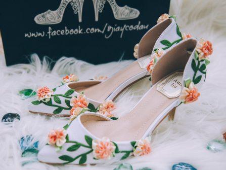 Giày ren và đính hạt đẹp tuyệt vời dành cho cô dâu