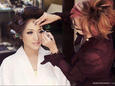 Phong cách trang điểm mắt khói cho cô dâu ánh nhìn mê đắm