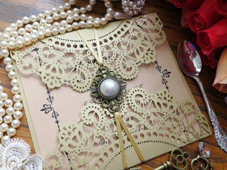 Thiệp cưới đẹp phong cách cổ điển cắt laser cầu kỳ