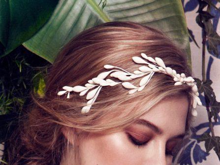 Tóc cô dâu đẹp đánh rối, tết lệch phối phụ kiện tóc tinh tế