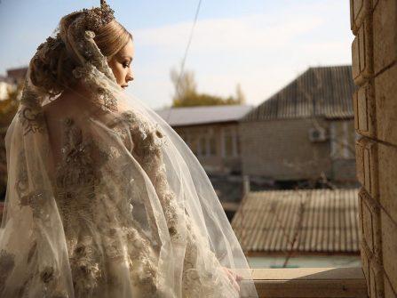 Váy cưới đẹp như nữ thần của cô dâu người Nga