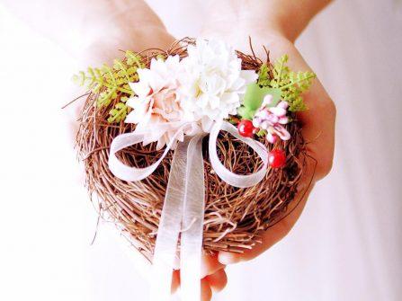 Ý tưởng hộp đặt nhẫn cưới sáng tạo