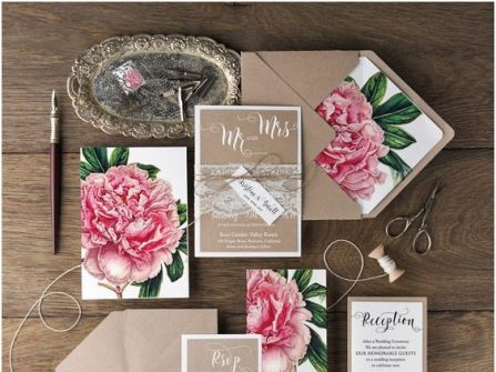 Thiệp cưới đẹp phong cách vintage in hoa mẫu đơn ấn tượng