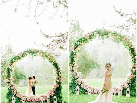 Cổng hoa cưới độc đáo là vòng tròn kết hoa phong cách cổ tích