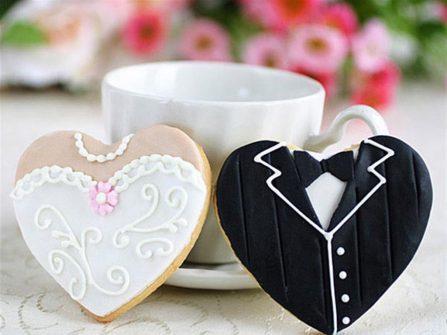 Quà cảm ơn khách mời: Bánh quy hình trái tim cô dâu chú rể