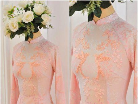 Áo dài cưới đẹp chất lụa in hoa chìm họa tiết thêu tay tinh xảo