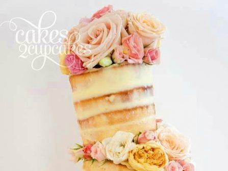 Bánh cưới đẹp phong cách bất đối xứng độc đáo