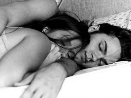 Chuyện vợ chồng son: Bạn chung giường kỳ lạ