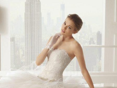 Váy cưới đẹp phủ ren quyến rũ cùng thân áo cắt cúp tinh tế