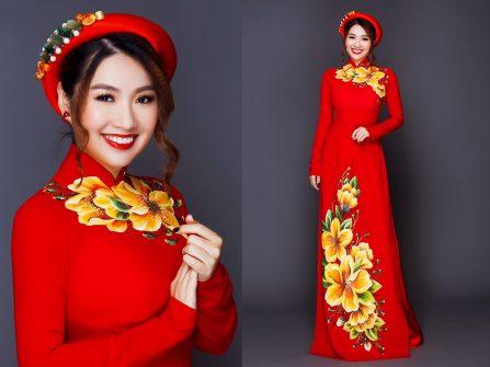 Áo dài cưới mang sắc đỏ rực rỡ cùng họa tiết vẽ tay tinh xảo