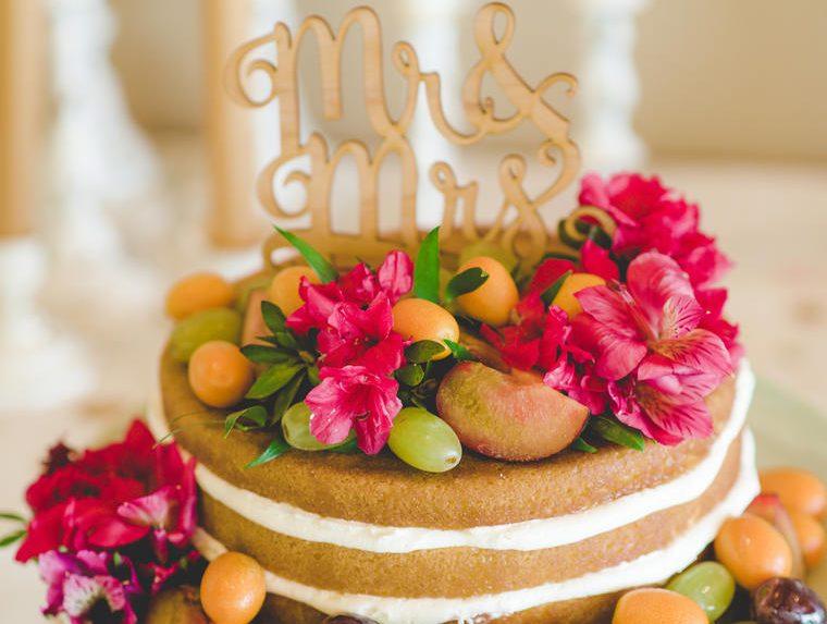 10 mẫu bánh cưới đẹp theo phong cách naked cake độc đáo