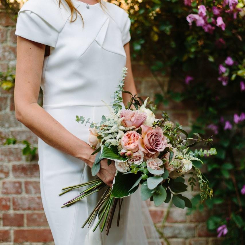 hoa cưới hoa hồng cho đám cưới đẹp như cổ tích 9