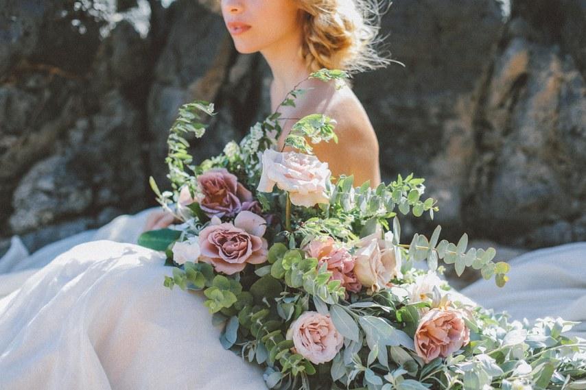 hoa cưới hoa hồng cho đám cưới đẹp như cổ tích 8