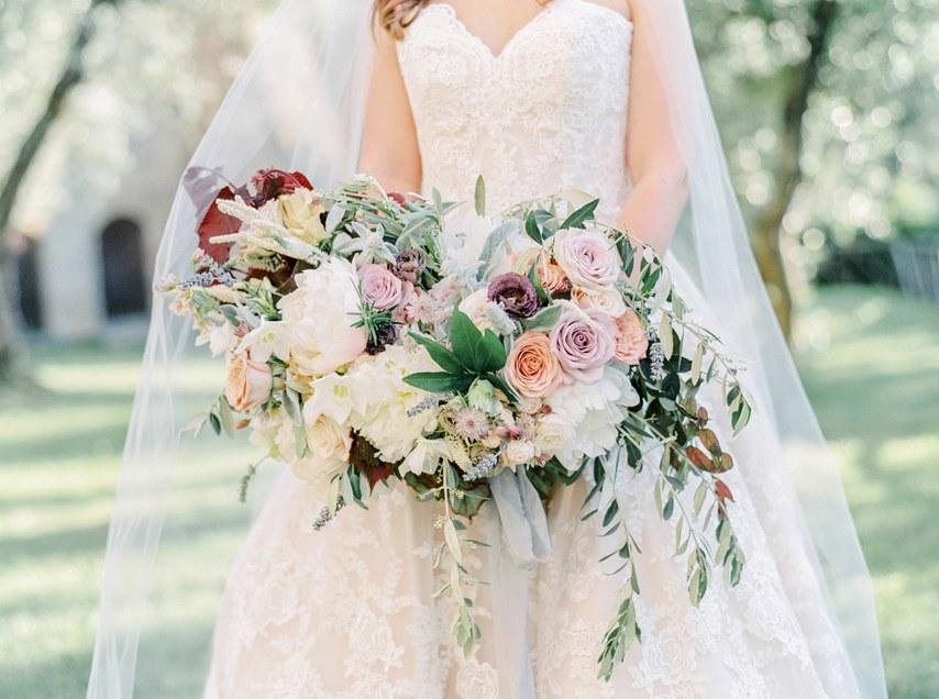 hoa cưới hoa hồng cho đám cưới đẹp như cổ tích 7