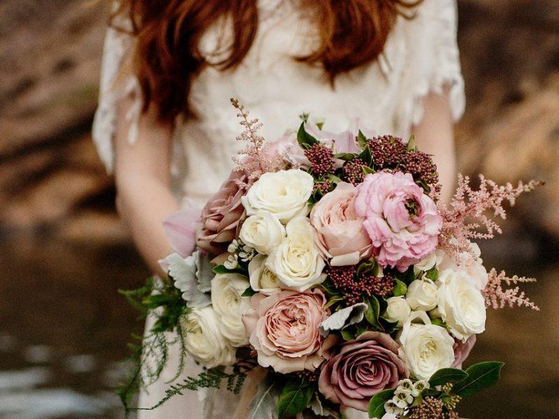 hoa cưới hoa hồng cho đám cưới đẹp như cổ tích 4