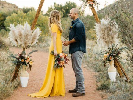 Những mẫu váy cưới đẹp lộng lẫy dù không mang sắc trắng truyền thống