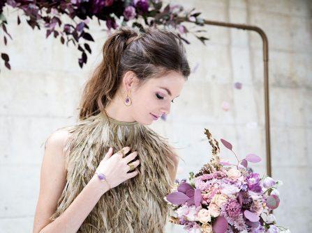 Theme cưới đẹp mang màu thạch anh tím độc đáo và ma mị