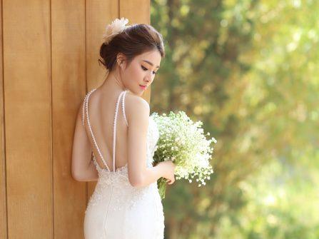 Tại sao cô dâu nên chọn váy cưới trắng cho ngày vui?