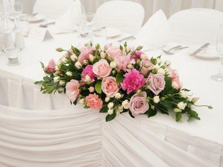 Cách làm lẵng hoa để bàn ngày cưới với muôn sắc thái hoa hồng