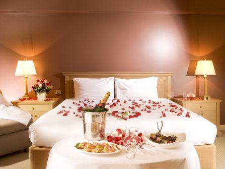 Trang trí phòng cưới đơn giản mang cảm hứng châu Âu
