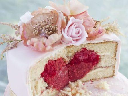 Mãn nhãn bánh cưới đẹp trang trí vườn thượng uyển thơ mộng