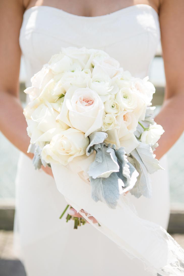 Thêm nét xinh yêu trong ngày cưới cùng những bó hoa cưới thật đẹp mang sắc trắng tinh khôi và ngọt ngào như những áng mây thơ mộng!