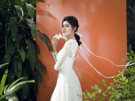 Chọn váy cưới đẹp mơ mộng cùng Á hậu Thùy Dung
