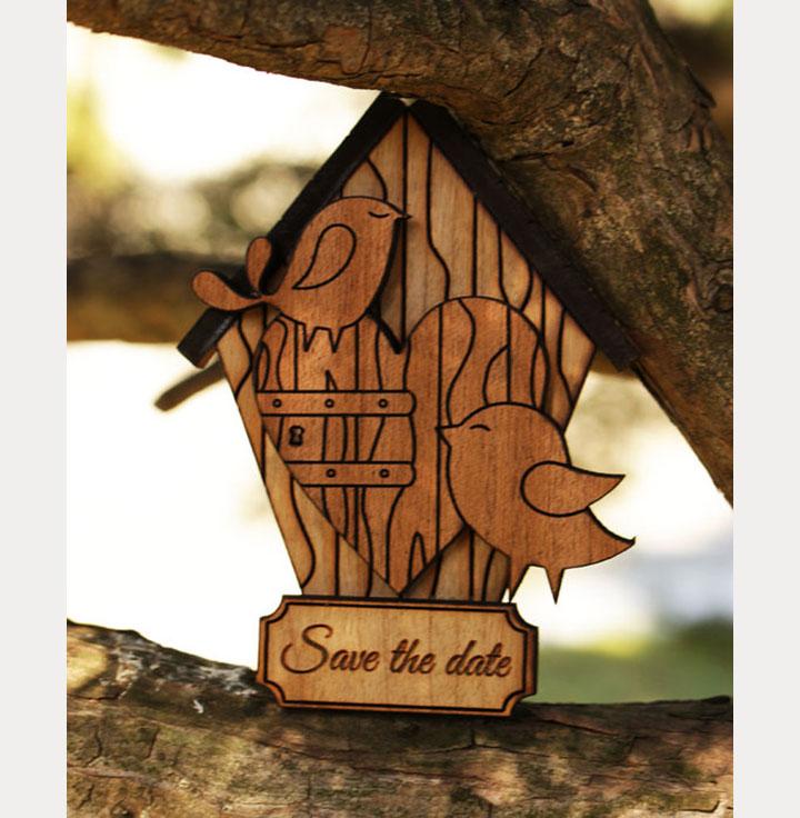 Thiệp cưới đẹp được làm từ những mảnh gỗ nhỏ nhắn sẽ là gợi ý thú vị cho ngày cưới của bạn, vừa loan báo ngày hỉ của cả 2, lại là món quà cảm ơn vô cùng ý nghĩa!