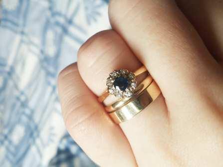 Chọn nhẫn đính hôn đẹp với mặt đá màu xanh đại dương bí ẩn