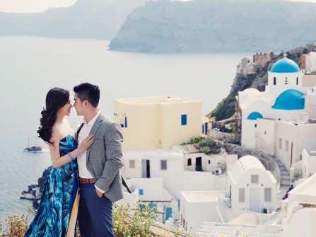 Trang trí tiệc cưới đẹp theme Santorini mang hơi thở đại dương