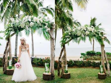 Cổng đám cưới đẹp đậm sắc nhiệt đới từ lá dừa và cọ