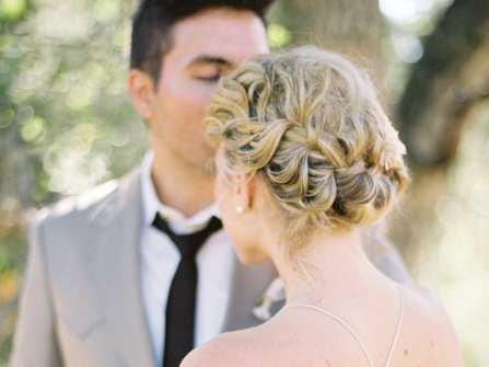 Tết tóc cô dâu updo tuyệt đẹp cho đám cưới mùa nóng