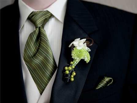 Hoa cài áo chú rể màu trắng: Chút thanh tao cho mùa nóng