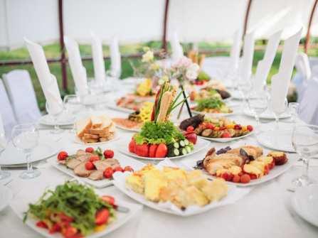 Các món ăn đãi tiệc cưới thanh mát cho mùa Hè
