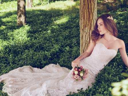 Váy cưới đơn giản mà không kém phần sang trọng từ Maggie Sottero