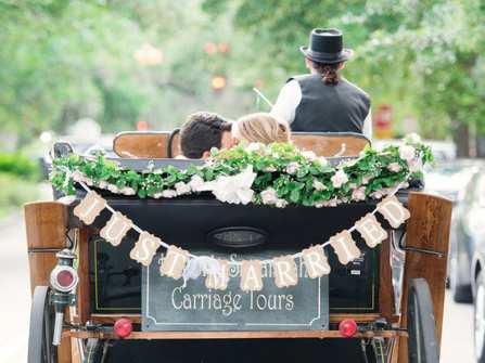 Gợi ý 5 mẫu xe hoa cưới đẹp nhất cho các cặp đôi